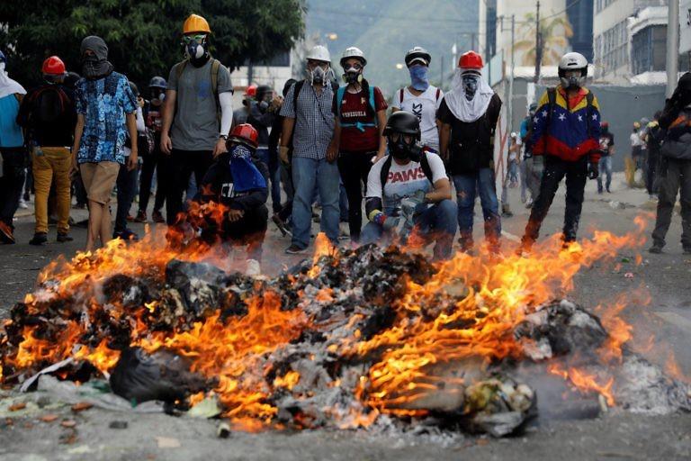 وینزویلا پر منڈلاتا ردِ انقلاب!